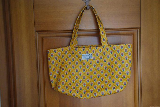 ラミネート加工のソレイアードのバッグ