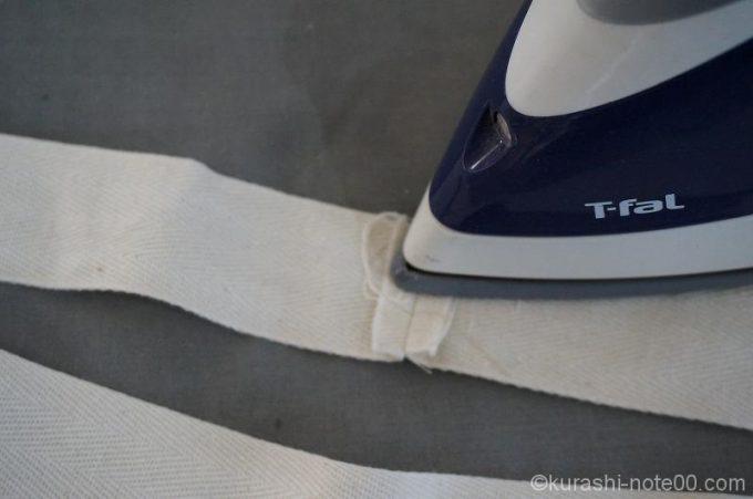 縫い代をアイロンで押さえる