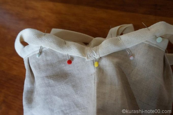 ぐるりと1周縫うためにまち針で止めて置く