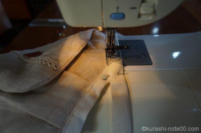 持ち手を本体に合わせてぐるりと縫う