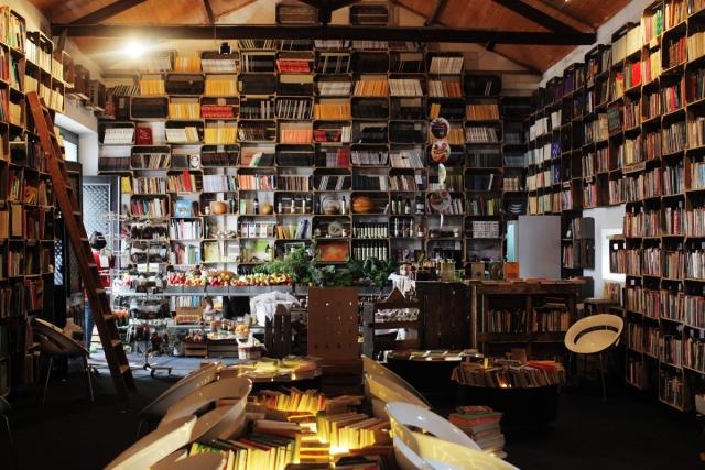 本を壁一面に敷き詰めた部屋