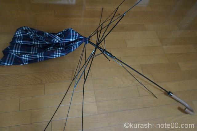 傘の布地と骨が分離