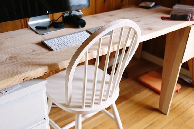 オフィスの椅子で腰がツラい人必見。おすすめの座り方とチェア