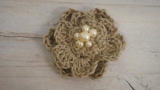 編み花びらのブローチを100均グッズで作ろう