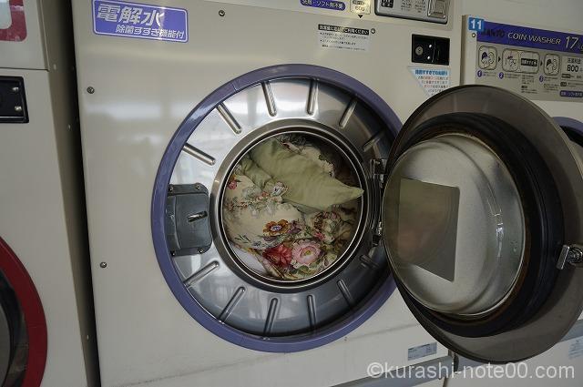 洗濯機に入れた羽根布団
