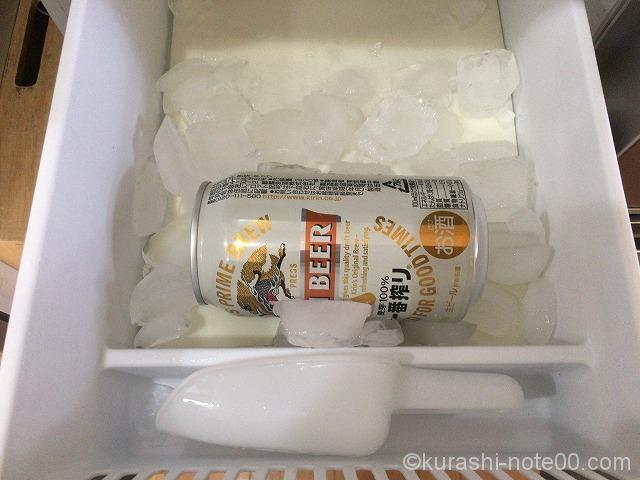冷凍庫に入れたビール缶