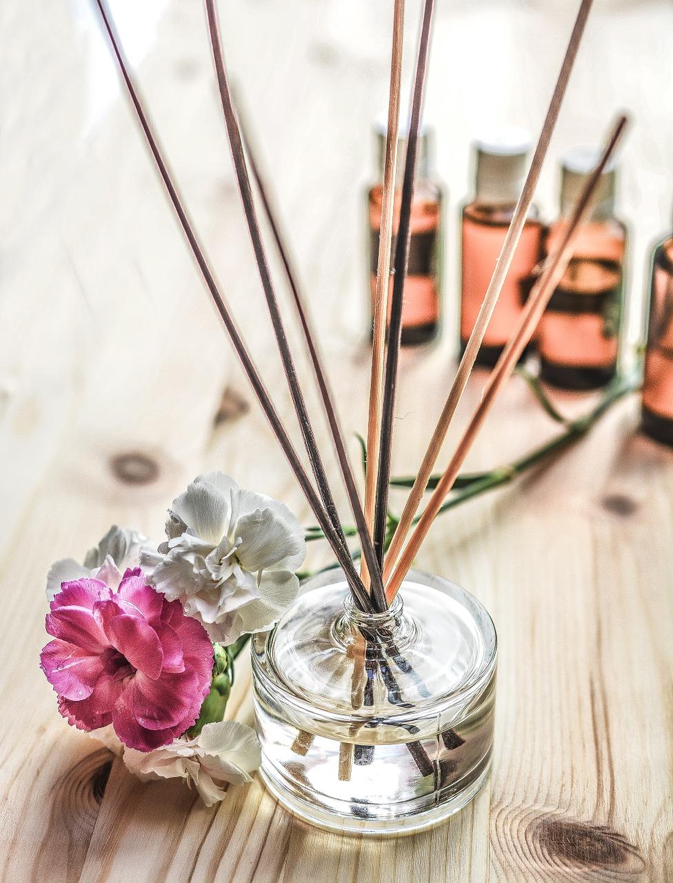 リードディフューザーは竹串と瓶があれば簡単にできる|眠っている香水の活用法