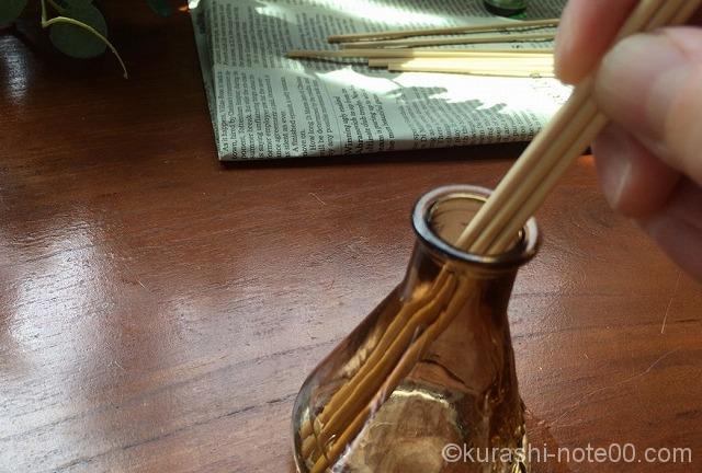 竹串を刺す