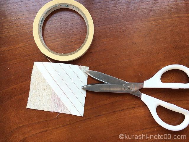 両面テープを斜めに貼りつけ