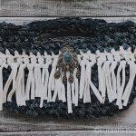 デニムヤーンでフリンジバッグにトライ。大きなかぎ針で編んでみた