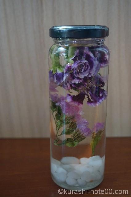 花を少しにして流動パラフィンを注ぐ