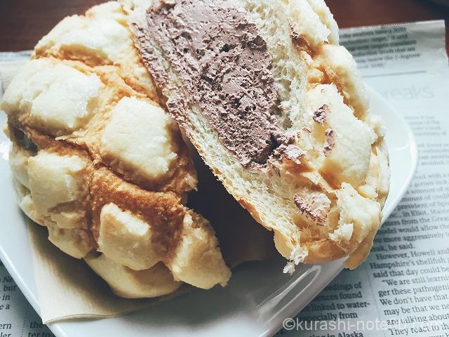 チョコクリーム入りメロンパン