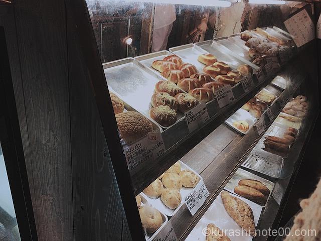 陳列したパン