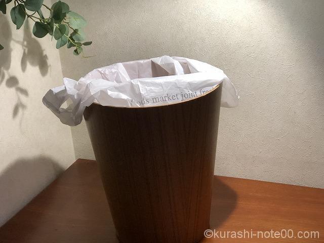 ビニールをかけたゴミ箱
