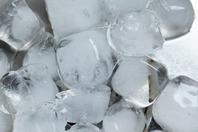氷のかたまり冷凍イメージ