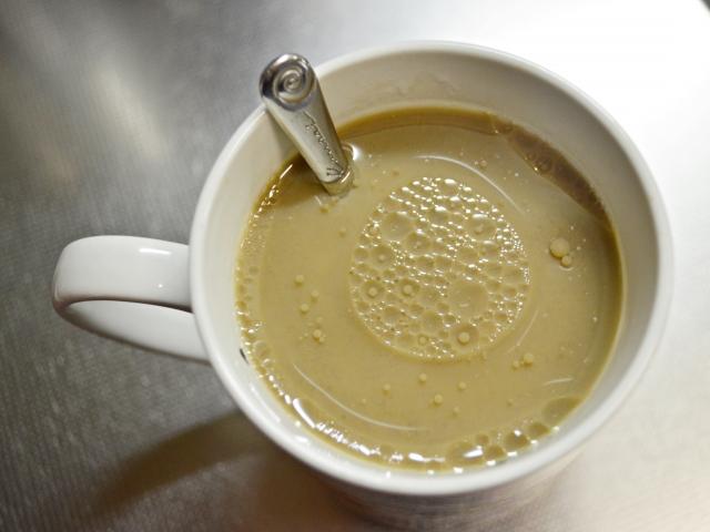 コーヒーに大さじ1杯のココナッツオイルを加える