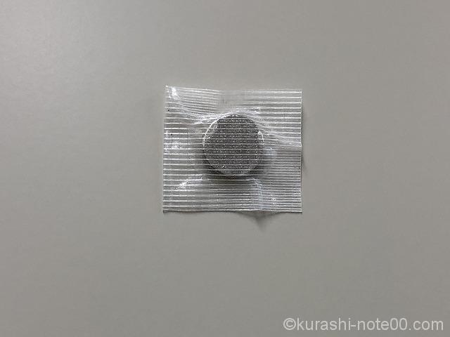 梱包テープで巻きつけた磁石