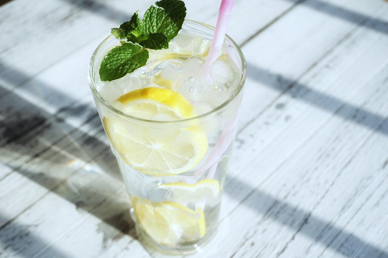 レモンウォーターの作り方と効果|気になる農薬の落とし方もご紹介