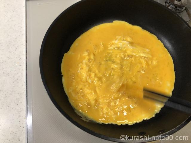 卵を流し入れる