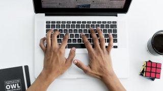 パソコンのキー入力が変になった?!文字が下になる…それはinsertキーの仕業です