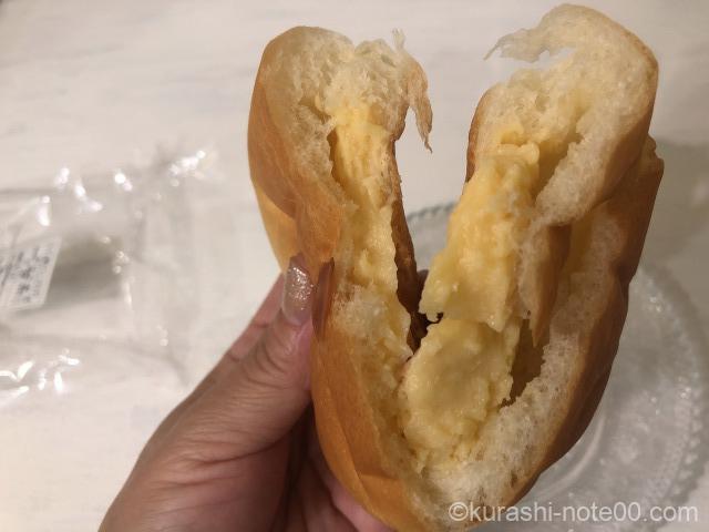 クリームパンを割ってみたところ
