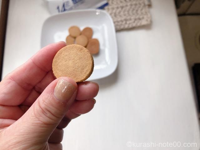 低糖質プロティンクッキーを手にとってみたところ