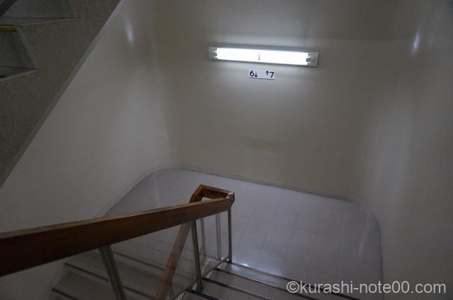 福岡ビル階段