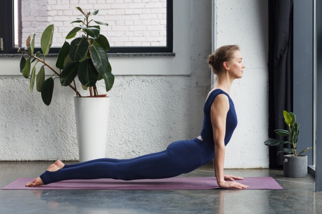 yogaコブラのポーズ