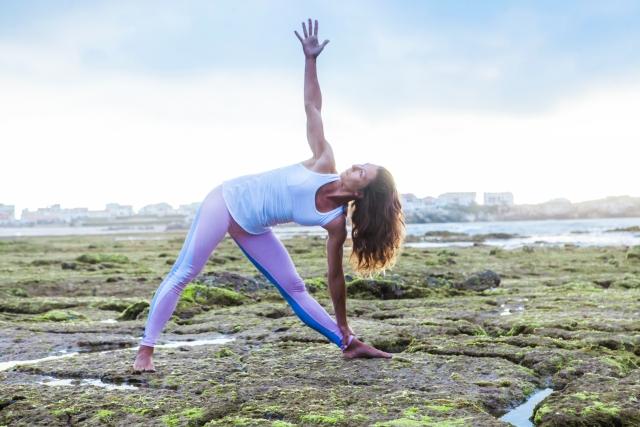 yoga三角のポーズ