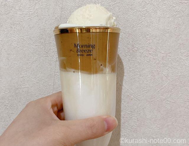 アイスクリームをトッピング