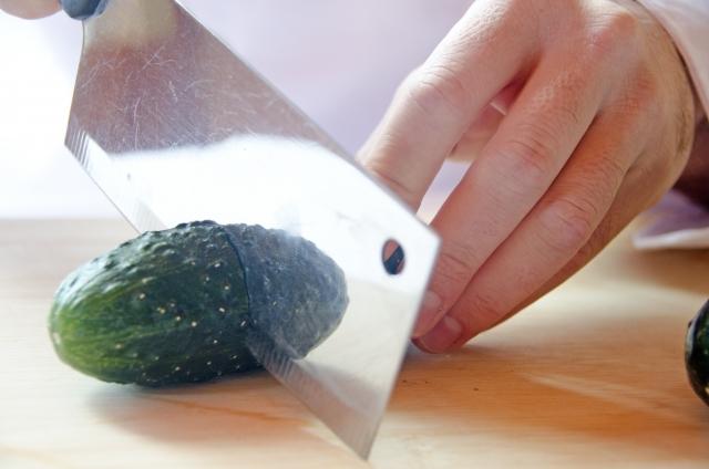菜切包丁を使う