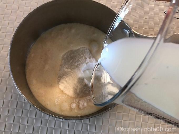 牛乳を加える