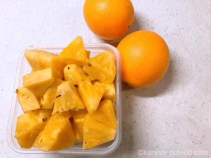 パイナップルとオレンジ