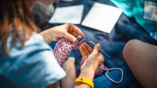 「手がしびれる」で検索したらエグイことに…。編み物のしすぎで腱鞘炎