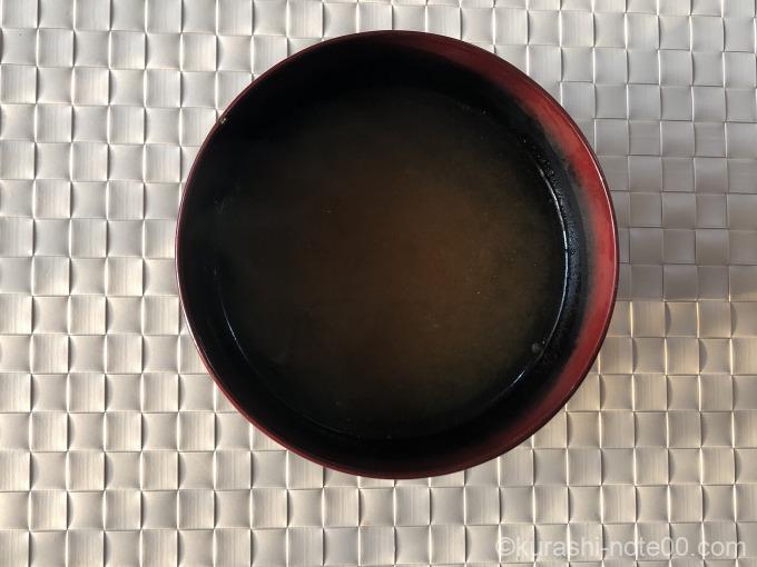 Dr.味噌汁お湯を注ぐ