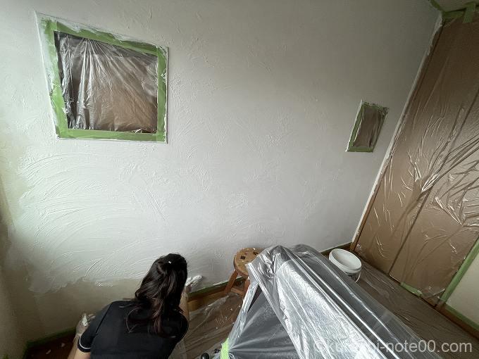 壁1面手で塗るモルモルを塗ったところ