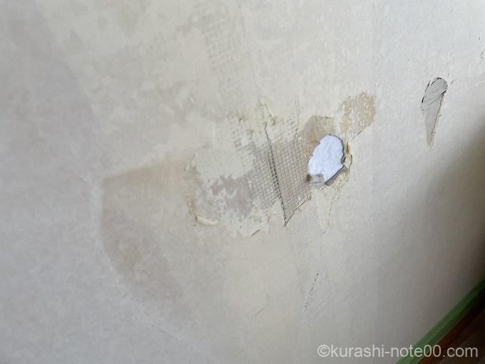 壁にあいた穴