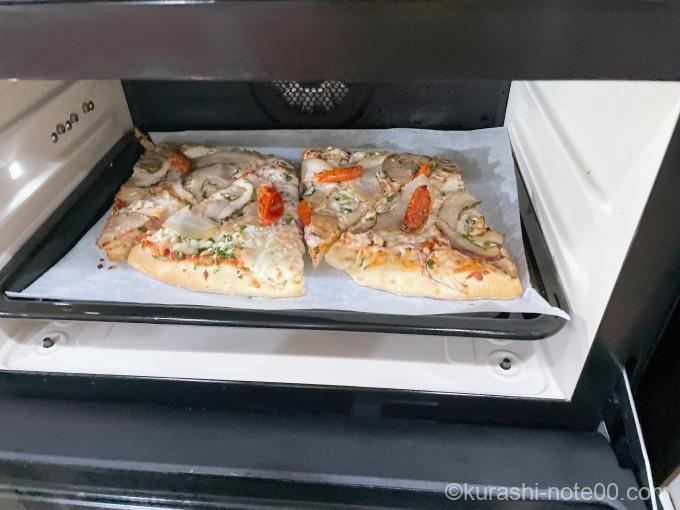 オーブンで焼いた丸型ピザポルゲッタ